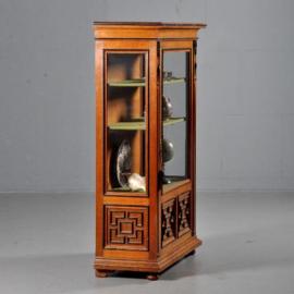 Antieke kasten / Hollandse Vitrine 3 zijdig glas ca. 1880 met zwart gepolitoerde profiellijsten (No.432239)
