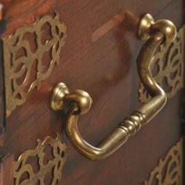 """Antiek varia / Scheepskist ca. 1800 zogenaamde """"VOC""""-kist met brons beslag. (No.502859)"""