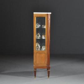 Antieke kasten / Strakke notenhouten vitrinekast ca. 1910 met marmer blad (No.422056)