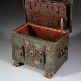 Antiek varia / Gepolychromeerde ijzeren Geldkist / Armada / Strongbox 17e eeuw Neurenberg (No.550748)