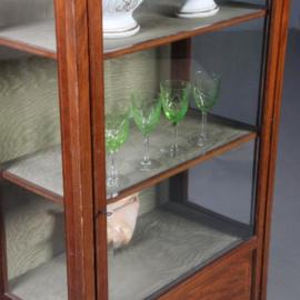 Antieke kasten / Engelse vitrinekast ca. 1890 met brons hekje (No.572234)
