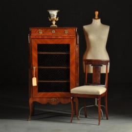 Antieke kasten / Feestelijk Frans Napoleon III boekenkastje  ca. 1860 met gaaspaneel (No.430613)