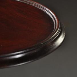 Antieke bijzettafels /  Elegante mahonie lampetafel, een rond ca. 1890 op driesprant (No.472843)