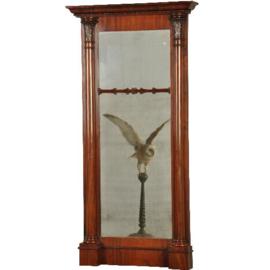 Antieke spiegels / Mahonie schouwspiegel begin 19e eeuw in mahonie met bloemmahonie zuilen (No.561952)
