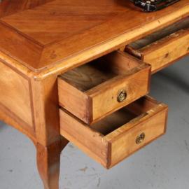 Antieke bureaus / Notenhouten schrijftafel met 5 laden ca. 1860 veel inlegwerk. (No.572232)