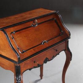 Antieke bureaus / Kleine Willem III secretaire Hollands ca. 1870 in noten met zwart (No.561569)