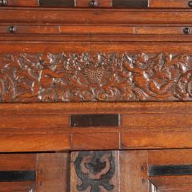 Antieke kasten / Gederse kussenkast 1680-1700 met ebbenhouten accenten(No.490132)