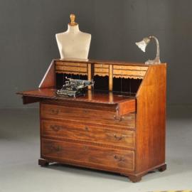 Antieke bureaus / Groot 18e eeuws schrijfbureau met 15 laden / vakjes (No.440423)