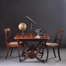 Antieke bureaus / Hollandse mahonie schrijftafel ca. 1860 met op- en neerklapbare zijbladen (No-920156T)