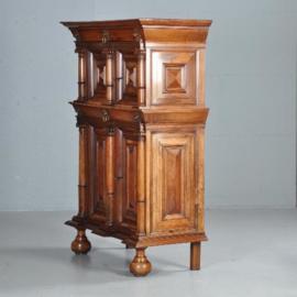 Antieke kasten / Uitzonderlijk kleine Hollandse 17e eeuwse kussenkast / panelenkast (No.422053)