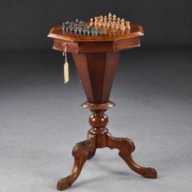 Antieke bijzettafels / Antieke opvallend achtkantige-schaaktafel met schaakstukken ca. 1885 (No669091)