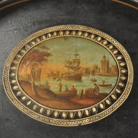 """Antieke dienbladen / Gelakt en geschilderd vroeg Biedermeier dienblad  ca. 1820 """"reuring in de haven""""  (No.491751)"""