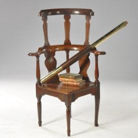 Antieke armstoelen / Engelse 18e eeuwse Horseshoe chair met verhoogde rugleuning (590788)