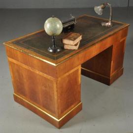 Antieke bureaus / Verfijnd afgewerkt bureau in rozenhout ca. 1860 met origineel leer (No.441717)