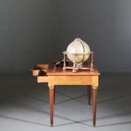 Antieke bureaus / Kleine Franse schrijftafel ca. 1890 in opgelicht notenhout met brons met rood leer (No.561254)