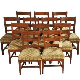Antieke stoelen / stel van 12 solide iepenhouten eetkamerstoelen  w.v. 4 ca. 1790 en 8 ca. 1900  (No.302262)