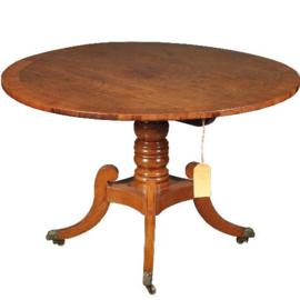 Antieke tafels / Kleine ronde blond mahonie eetkamertafel ca. 1860 met tilttop-mechaniek (No.472849)