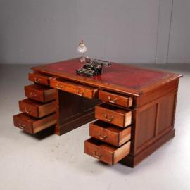Antieke bureaus / Engels mahonie bureau ca. 1890 met 9 laden en rood leer ingelegd (No.541746)