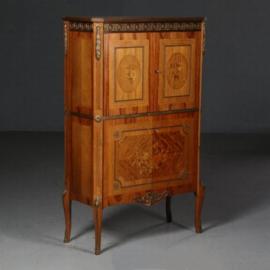 Antieke kasten / Smal barmeubel niet antiek ca. 1950 in noten met brons, spiegelglas en verlichting (No.602113)
