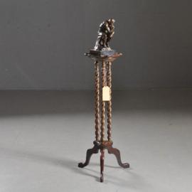 Antieke bijzettafels / Hoge piedestal of lampentafel  ca. 1890 3 gedraaide standers op driesprant (No.472052)