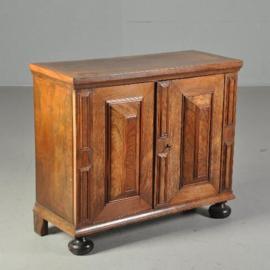 Antieke kasten / Klein vroeg 18e eeuws kussenkastje / tafelkastje (No.520516)