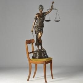 """Antiek Varia / Brons / 1,20 m groot bronzen standbeeld """"Vrouwe Justitia"""" in 2 tonen gepatineerd (No550309)"""