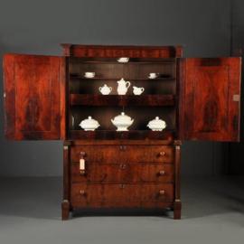 Antieke kasten / Empire kabinet ca. 1810 met vrijstaande kolommen mahonie (No.211001)