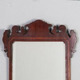 Antieke spiegels / Engelse geslepen halspiegel rechthoekig ca. 1875 in gecontourneerde lijst  (No.521406)
