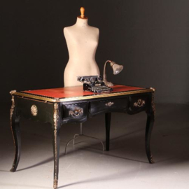 Antieke bureaus / Franse zwart gepolitoerde schrijftafel  met rood leer ingelegd en brons beslag ca. 1935 (No.541749)