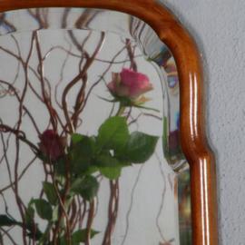 Antieke spiegels / Kleine Soester spiegel in notenhout  ca. 1800 met facet geslepen rand (No.520518)