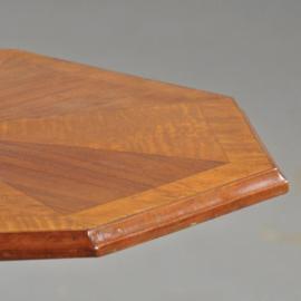 Antieke bijzettafels / wijntafeltje 8-kantig ingelegd notenhouten tafeltje op strakke poot ca. 1920 (No. 390660)