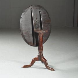 Antieke bijzettafel / Engelse tilttop tafel Georgian ca. 1800 licht doorleefde uitstraling (No.411563)