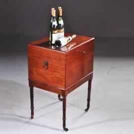 Antiek varia / Engels cellerate of drankenkastje ca. 1825 mahonie kist op onderstel (No-891818)