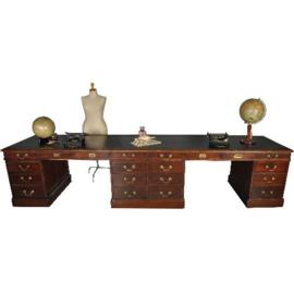 Antieke bureaus / Dubbel breed partnerbureau met zwart leer ca. 1890 (No.312661)