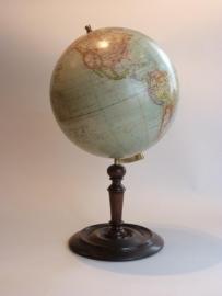 Antieke wereldbollen / Aardglobe ca. 1900 blik op houten voet (No99129)