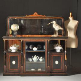 """Antieke kasten / Victoriaanse credenza ca. 1875 zwart gepolitoerd met noten accenten,  1 spiegelwand en 2 Wedgwood  plaquettes """" (No.472851)"""