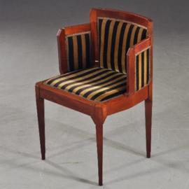 Antiek varia / Art Deco kamer 8-delig schrijftafel bureaustoel salontafel commode hoekkast spiegel 2 stoelen gebrandmerkt Mutters (No-142922)