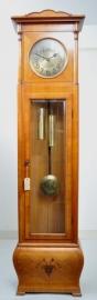 Antiek staand horloge / Grandfather clock in kersenhout met gebombeerde onderkast. (No94100)