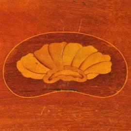 Antieke Dienbladen / Zeer fraai niervormig dienblad ca. 1900 met een satijnhout ingelegde blokrand (No.310714)