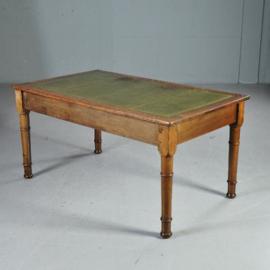 Antieke bureaus / Schrijftafel met doorleefd groen leer ca. 1900 Engeland (No.371511)