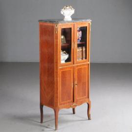 Antieke kasten / Notenhouten Louis Seize stijl vitrinekast ca. 1910 met brons en marmer (No.630943)