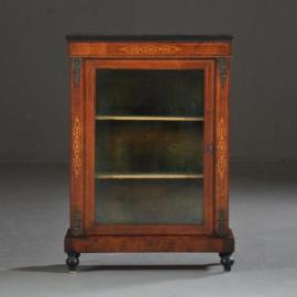 Antieke kasten / Vitrinekastje ca. 1890  in noten met brons en zwartlijstwerk (No.422055)