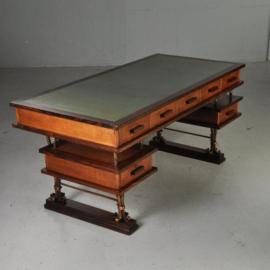 Antieke bureaus / Frans vintage bureau ca. 1955 palissander eiken en metaal met 7 laden (No.351053)