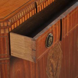 Antieke kasten /  Kleine penantkastje met breakfront, directoire ca. 1800 (No.422062)