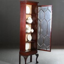 Antieke kasten / Smalle hoge vitrine of boekenkast in Chippendale stijl ca. 1920 donker mahonie (No.591045)