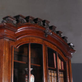 Antieke bureaus / Klepbureau ca. 1730 in mahonie met 20 laden een keldertje (No.640856)