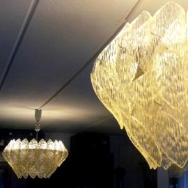 Antiek varia / Stel van 2 Jaren `50 kronen in kunststof en glas elk 4-lichts (No631161)