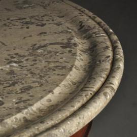 Antieke tafels / Ronde tafel met grijs geaderd marmer blad ca. 1820