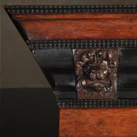 Antieke kasten / Robuuste Hollandse 17e eeuwse kussenkast in palissander-, eiken- en ebbenhout ca. 1690 (No.331553)