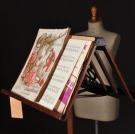 Antiek varia / Verstelbare muziekstandaard / duetstandaard ca. 1840 met fraai steekwerk (No-331555)